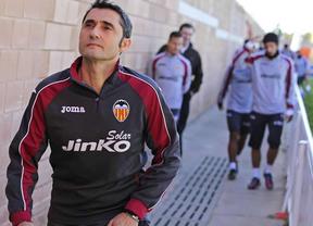 Diplomático Valverde con el vestuario del Valencia... de momento: