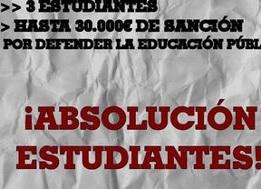 El Colectivo Estudiantil de Ciudad Real recoge firmas para evitar la sanción a tres estudiantes por el 14N
