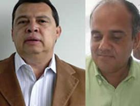 Enériz entrega a la presidenta del Parlamento, Elena Torres, el informe del 2009