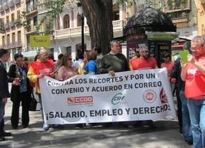 Los trabajadores de Correos se echan a la calle contra el