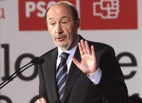 Rubalcaba desvía la atención de Patxi López a Rajoy para pedir que el rescate no lo paguen los españoles