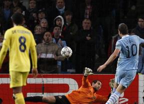 Agüero hunde en Manchester al submarino en el último suspiro (2-1) y le echa de Champions