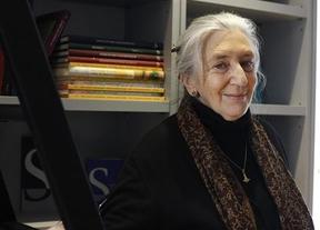 La poeta Clara Janés ocupará la silla 'U' de la RAE