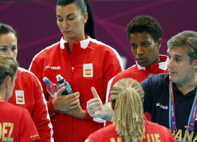 Otra desilusión: las chicas del balonmano dejan escapar la victoria en el último segundo ante Francia (18-18)