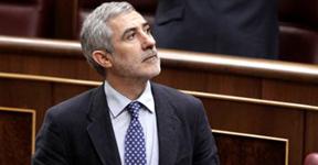 Llamazares carga contra el 'registrador Rajoy': ¿Por qué oculta su expediente? ¿Ha cobrado doble?