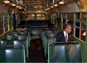 Obama se sienta en el lugar que ocupó Rosa Parks