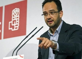 El PSOE amenaza con recurrir al Constitucional por el recorte sanitario a inmigrantes