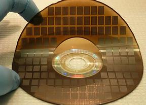 Desarrollan una batería del tamaño de un átomo y que carga en segundos