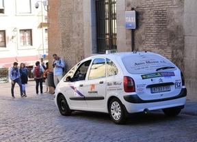 Los taxistas de Toledo reclaman a Fomento que potencie los vehículos de nueve plazas