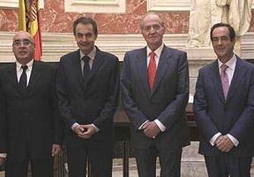 El Rey secunda el pesimismo: augura un futuro de 'muchos sacrificios' para España