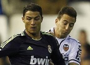 Con nueve basta... el Madrid vuelve a pasearse en Mestalla pese a sufrir dos expulsiones (1-1)