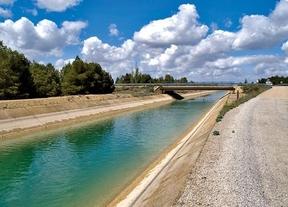El Ministerio de Medio Ambiente sale en defensa de Cospedal: el trasvase 'respeta la legislación'