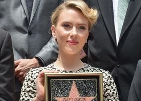 Scarlett Johansson se convierte en la estrella 2.470 del firmamento de Hollywood