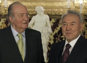 Rajoy y el Rey se reúnen con el presidente kazajo para vender la 'marca España'