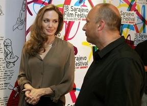 La mano de Angelina Jolie 'deslumbra' por su diamante de compromiso, regalo de Brad Pitt