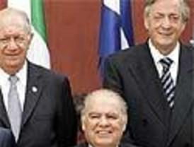 Los líderes iberoamericanos se reúnen en Montevideo inmersos en un mar de tensiones