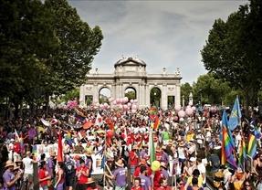 La marcha del Orgullo Gay, 'Igualdad sin recortes', se prepara para recorrer Madrid esta tarde