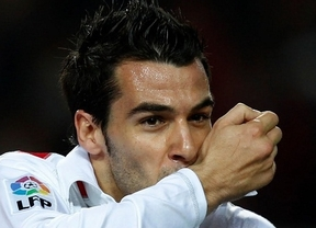 Negredo mete al Sevilla en la lucha por Europa y devuelve a la realidad al Zaragoza (3-0)