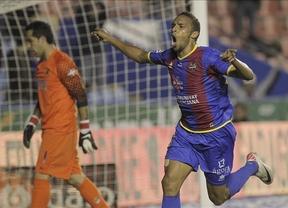 El Levante evita el empate ante el Real Sociedad (3-2) gracias al gol de Rubén Suárez