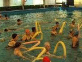 La Asociación Echando Raíces con un trabajo de  Rehabilitación y gimnasia en el medio Acuático
