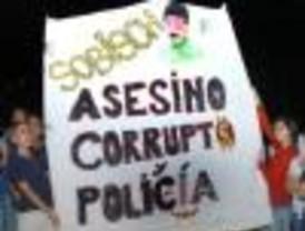 Luego de la muerte del docente, la gente pide que se vaya el gobernador Sobisch