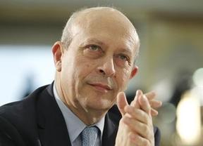 El ministro Wert, cercado por todos, se humaniza: revisará la nota mínima de las becas