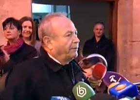 El juez Castro abandonó los juzgados jaleado como un héroe para muchos ciudadanos
