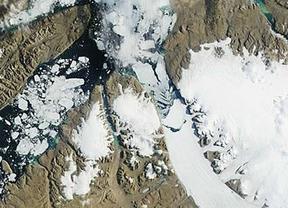 La NASA capta imágenes del desprendimiento de un gran iceberg en Groenlandia