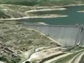 Cuatro trabajadores de FCC mueren en un accidente en la presa de Castrovido