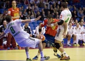 La Roja balonmanera cumple y derrota a Hungría con facilidad y solvencia en el primer partido (34-27)