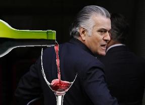 Las 24 botellas de vino de Bárcenas y otras anécdotas del informe policial sobre el caso