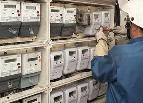 Las el�ctricas dejan sin salida al consumidor: las tarifas anuales de la luz ser�n 100 euros m�s caras