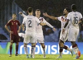 Una Roja muy renovada y prometedora torea y una Alemania afortunada estoquea en el último suspiro (0-1)