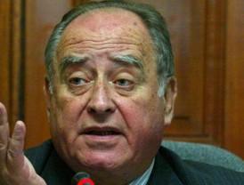 Andrés Izarra no encuentra cómo silenciar a la prensa internacional, ahora es el País de España.