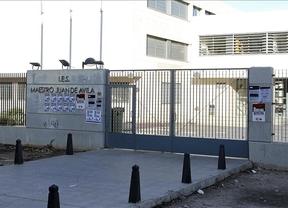 Un minuto de silencio en el IES 'Maestro Juan de Avila' por la alumna fallecida