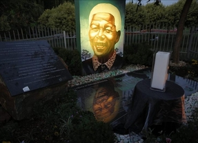 Sudáfrica rinde homenaje a Mandela en el primer aniversario de su muerte