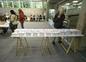 Baja la participación tanto en Galicia (7,5 puntos) como en Euskadi