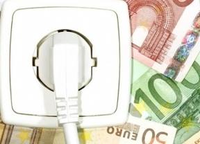 Casi 130.000 firmas para que reabra la investigación sobre 3.500 millones de euros cobrados de más en el recibo de la luz
