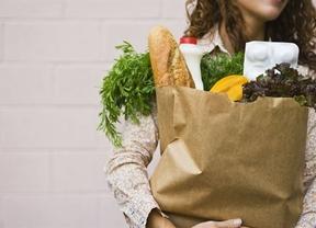 En 2013 los españoles gastaron en alimentación una media de 4.450 euros, un 2,6% menos que en 2010