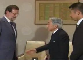 Metedura de pata de Rajoy con el protocolo japonés ante el propio emperador Akihito