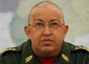 De nuevo, rumores sobre la mala salud de Chávez, que llega a Venezuela y desmiente todo