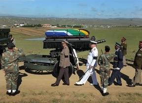 Los restos de 'Madiba' reposan ya en la aldea donde pasó su infancia