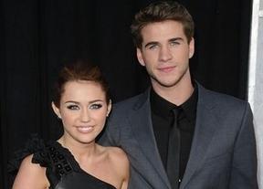 Miley Cyrus no ha roto con Liam Hemsworth y habla de planes para año nuevo