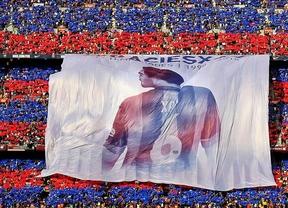El Camp Nou homenajea a Xavi en su último partido liguero