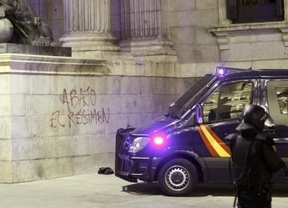 La pintada en el Congreso: 'Abajo el régimen'