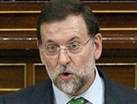 Rajoy dice que lo que tenía que haber hecho Zapatero es disolver las Cámaras