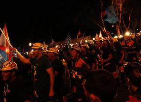 'Gracias Madrid': más de 10.000 personas se unieron a la marcha negra que llegó a Sol a las 2 de la madrugada