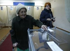 Crimea vota su anexión a Rusia bajo la sombra del ejército de Putin