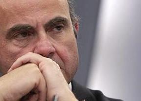 De Guindos mirará con lupa lo que ganan los banqueros que han recibido ayudas