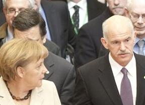 La eurozona pacta ampliar a toda prisa el Fondo de Rescate para evitar contagios